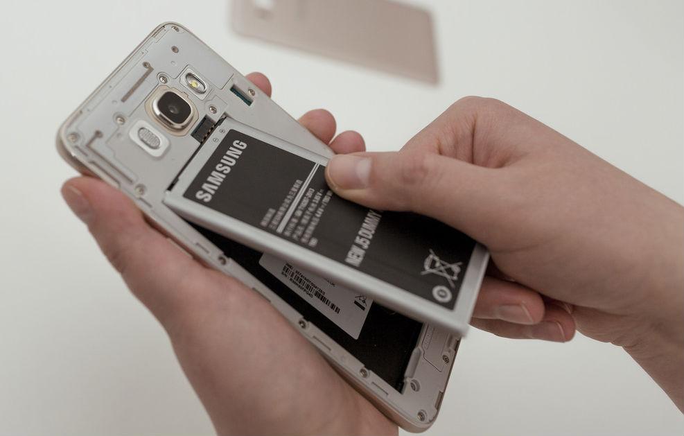 Как починить зависший телефон
